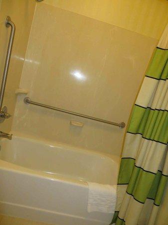 La Quinta Inn & Suites Manassas: Shower/tub