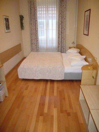 Hotel Graf Stadion: Guest room