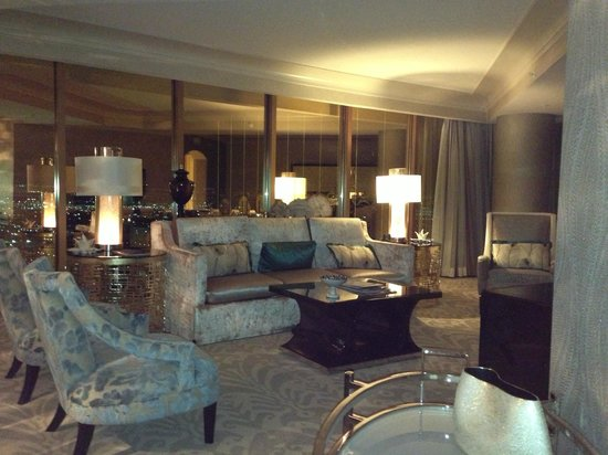 Four Seasons Hotel Las Vegas: Living room...amazing!