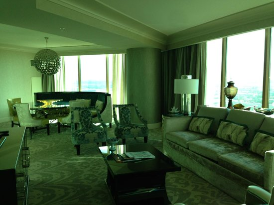 Four Seasons Hotel Las Vegas: Living room from other end of suite