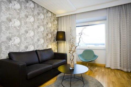Scandic Infra City: Suite Living room
