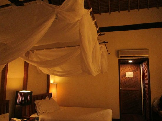 Turi Beach Resort: lovely bed