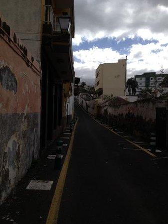 Hotel Tejuma: el hotel a la izquierda