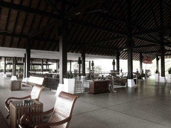 Turi Beach Resort: hotel lobby