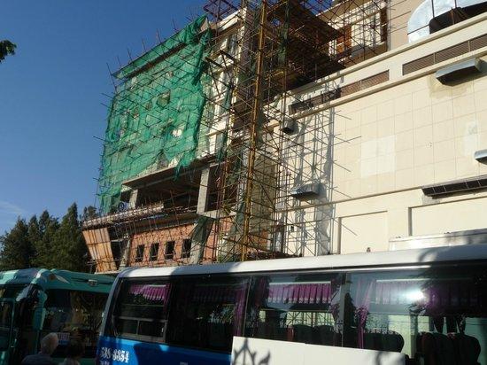 NagaWorld Hotel & Entertainment Complex: Pignon de l'hôtel où donnait nos chambres