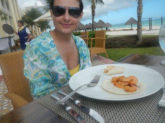Iberostar Grand Hotel Paraiso: deliciosas tortillas de camarón con inmejorable vista