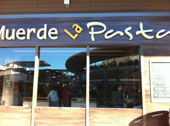 Muerde La Pasta Splau: Entrada al restaurante