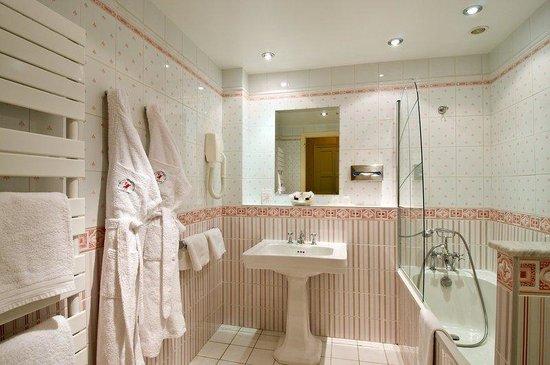 Manoir Hotel: Sdb Chambre