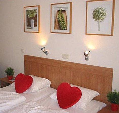 Hotel De la Bourse: GUEST ROOM