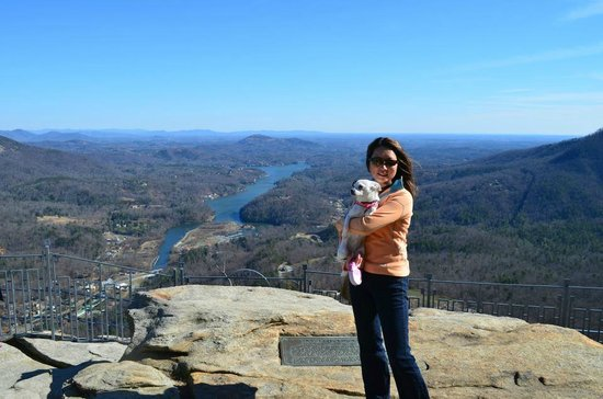 ‪‪Chimney Rock State Park‬: January 2013: At the top of the Chimney Rock, Amazing view of Lake Lure‬
