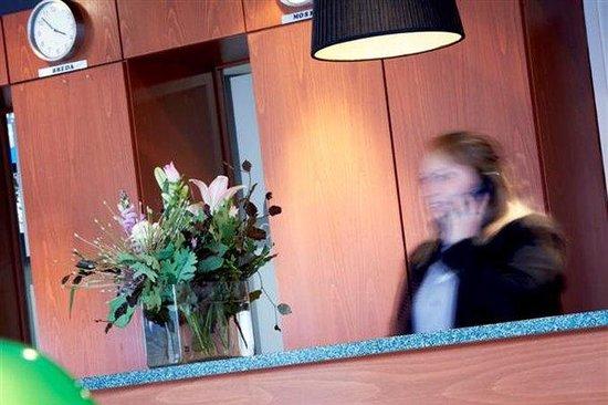Campanile Breda Hotel : Front Desk