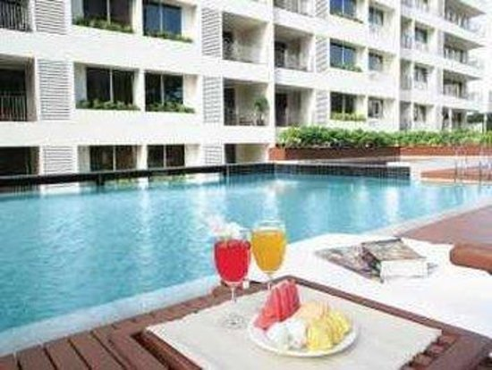 Centre Point Sukhumvit Thong Lo: Swimming Pool