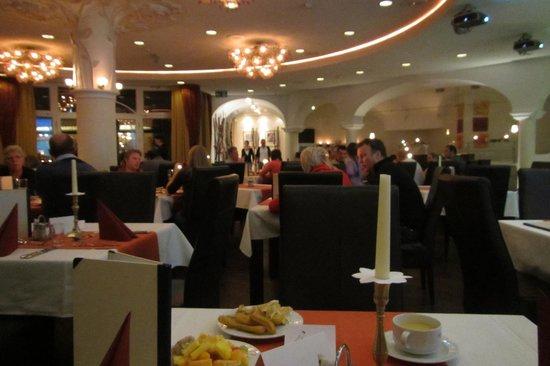 Latini Hotel:                   Второй зал ресторана
