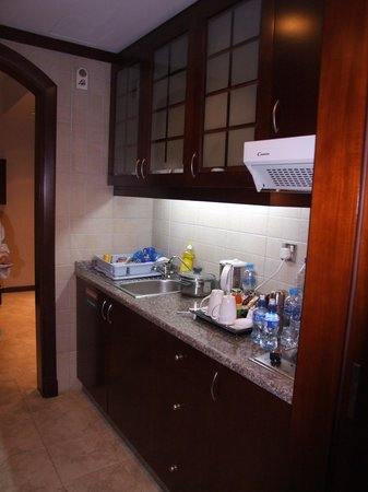 Vision Hotel Apartments: Kitchen