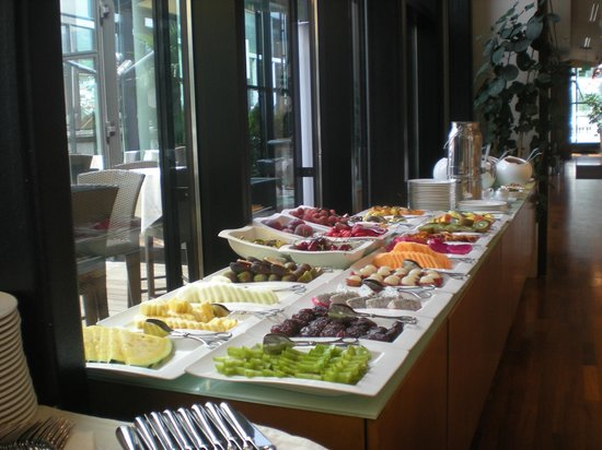 The Penz Hotel: Lots of fruits
