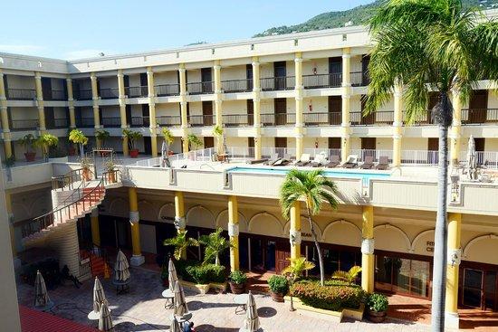 Windward Page Hotel Open Atrium Court Yard In Center Of