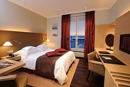 Hotel Les Armures: Guest Room