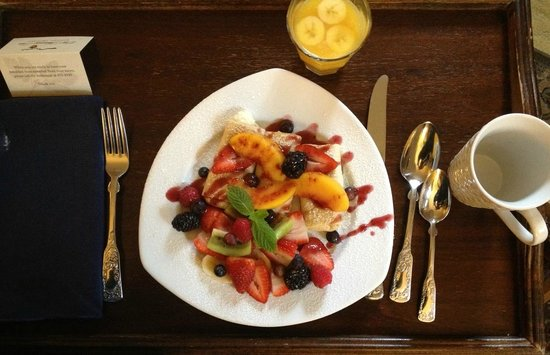 Old Monterey Inn: Cheese Blintzes topped with Fresh Fruits