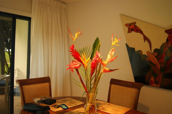 Maalaea Surf Resort: Flowers from road to Hana in the condo