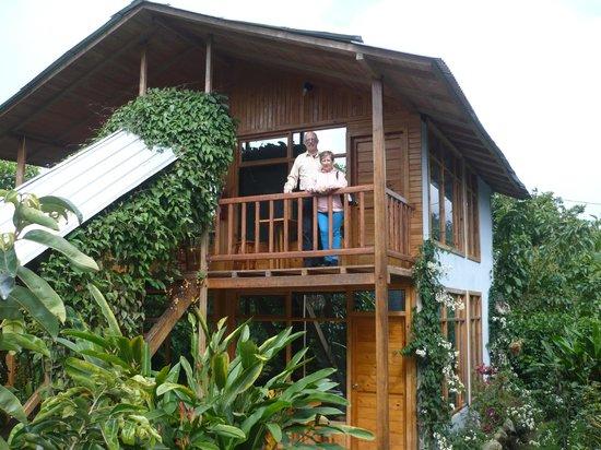 Ananaw Hosteria:                   second floor balcony