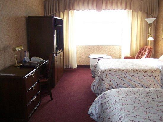 Hotel Rimouski: Meuble d'appoint, T.V. plasma, cafetière