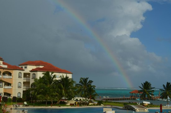 Grand Caribe Belize Resort and Condominiums: View from our balcony.