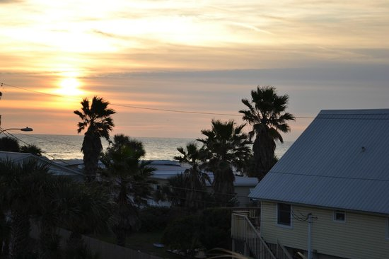 Hampton Inn St. Augustine Beach: Sunrise from the room