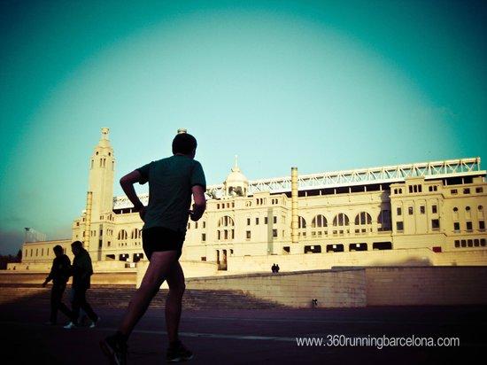 360 Running Barcelona: Runner at Montjuic Olimpic Stadium