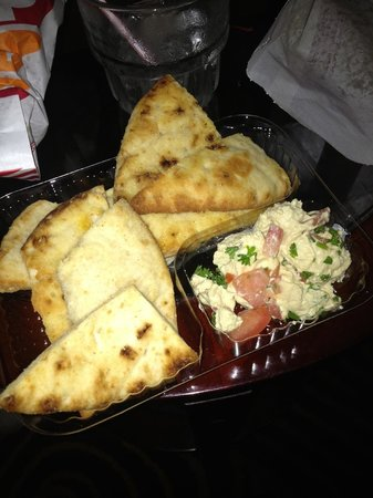 Embassy Suites by Hilton Orlando International Drive Jamaican Court: managers reception - free hot seasoned pitta and hummous