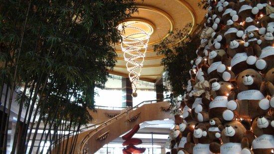 Conrad Centennial Singapore:                   Lobby at Xmas