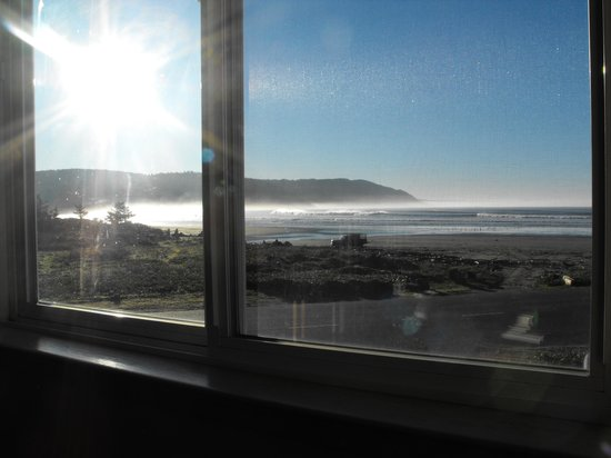 Anchor Beach Inn: morning view from our window