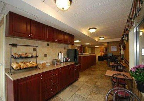 Econo Lodge Hicksville: Enjoy free continental breakfast every morning