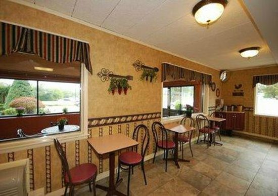 Econo Lodge Hicksville: Breakfast Area