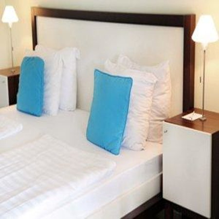Floris Suite Hotel - Spa & Beach Club: Guest Room