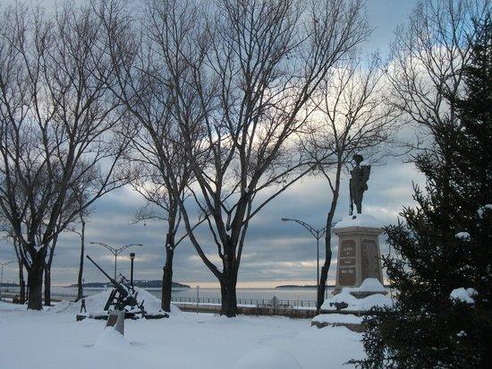 Bureau d'Information Touristique de Rimouski : La Place des Anciens Combattants