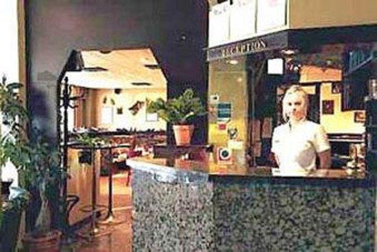 Hotel Avion: front desk