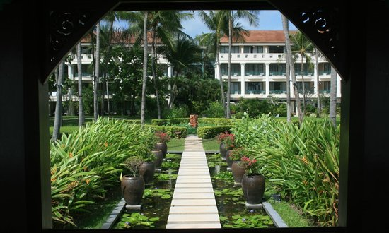 Centara Grand Beach Resort Samui:                   The tropical gardens