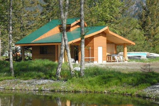Bella Coola Grizzly Tours Inc.: Salmon Smokehouse