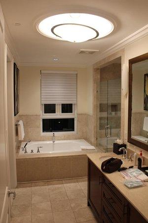 Seven Stars Resort: Large Bath