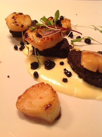 No. 29 Bute: Seared scallops with black pudding and celeriac purée
