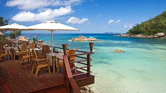 Constance Lemuria: Beach Bar And Grill Restaurant