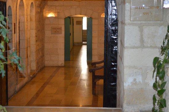 Mount Zion Hotel:                   Hotel hallway decor
