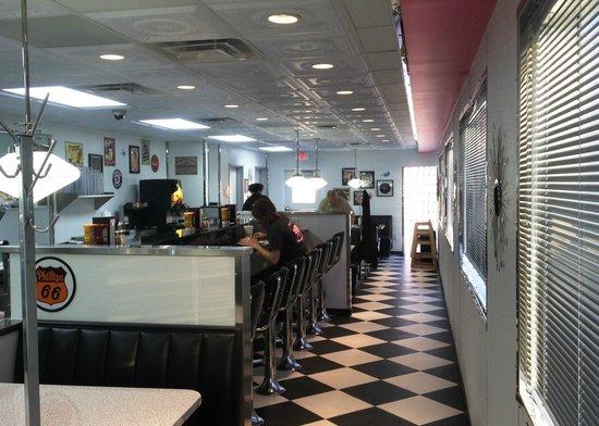 Oak Tree Inn Glenwood : Penny's Diner