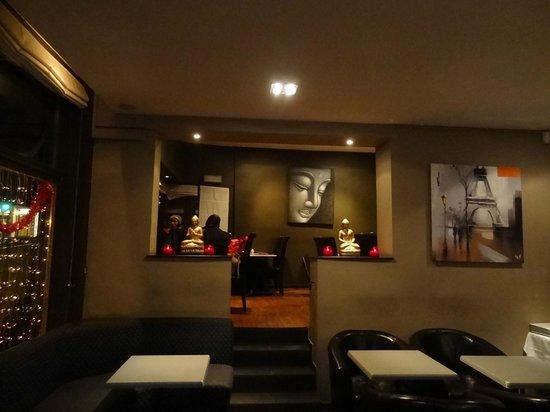 Le Pelisson : dans un cadre contemporain et lounge, vous savourez des plats africains authentique.