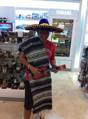Hard Rock Hotel Cancun: Gift shop with Mexican gifts!