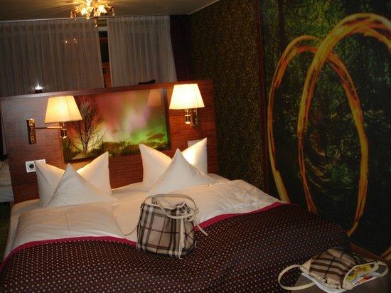 Hotel Sonne: big bed