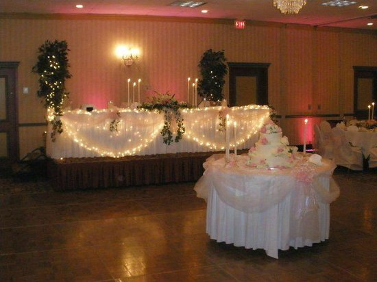 Comfort Inn Conference Center: view of bridal table and dance floor
