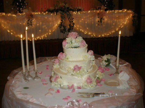 Comfort Inn Conference Center: cake table
