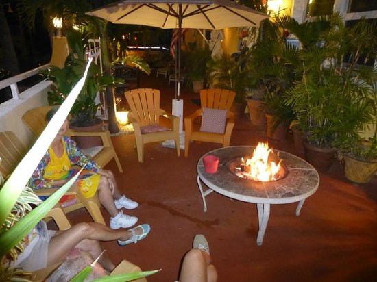 Villa Sinclair Beach Suites & Spa: Outdoor fire pit / lounge