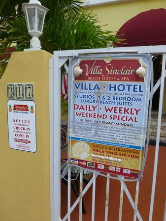 Villa Sinclair Beach Suites & Spa: Streetside sign along Polk Street
